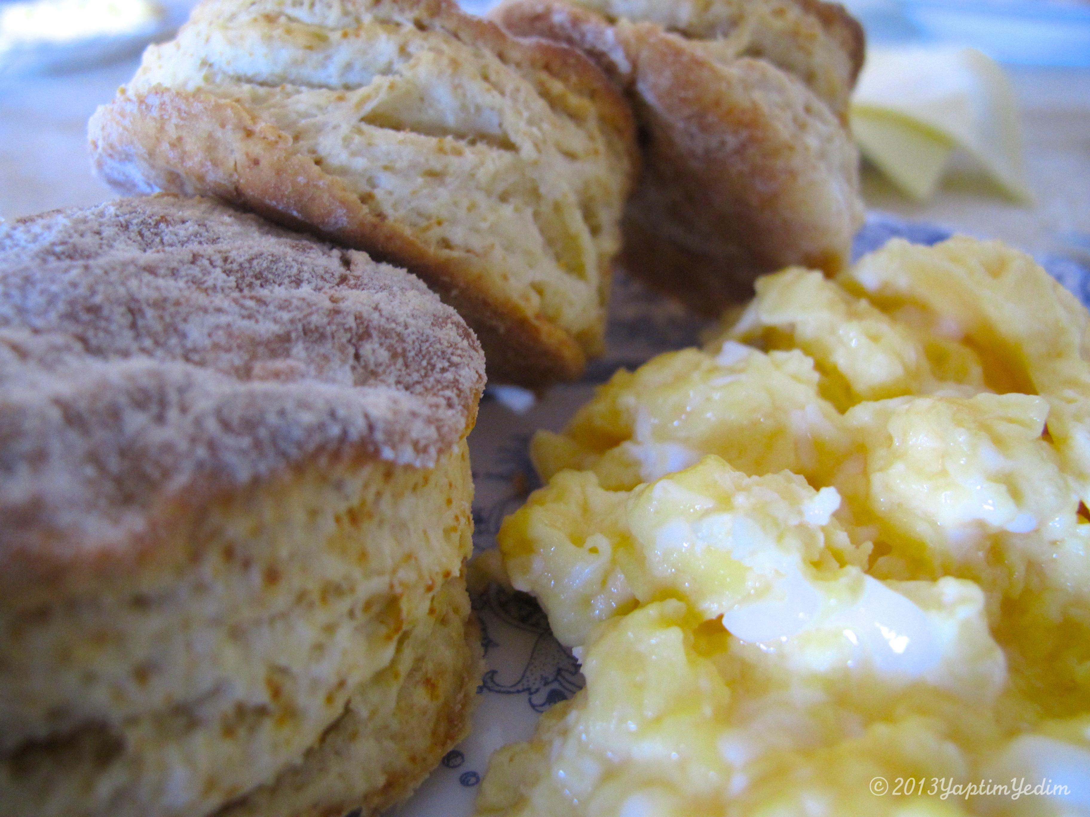 Faydalı kahvaltı: sütlü çırpılmış yumurta